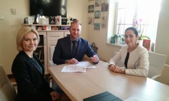 Podpisanie umowy nadofinansowanie projektu obejmującego gołdapskie szkoły.