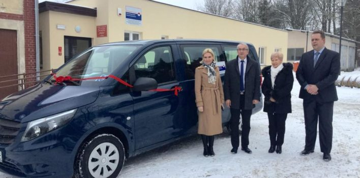 Przekazanie samochodu dla Zakładu Aktywności Zawodowej wPiszu – 12.01.2017r.